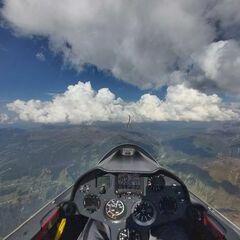Flugwegposition um 14:30:08: Aufgenommen in der Nähe von Gemeinde Ramsau im Zillertal, Österreich in 3030 Meter