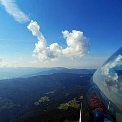 Flugwegposition um 11:09:42: Aufgenommen in der Nähe von Gemeinde Greisdorf, Österreich in 1663 Meter
