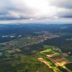 Flugwegposition um 12:06:06: Aufgenommen in der Nähe von Gemeinde Markt Piesting, Österreich in 1210 Meter