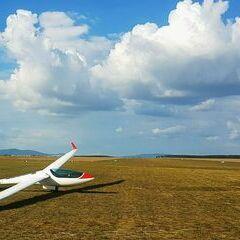 Flugwegposition um 13:37:54: Aufgenommen in der Nähe von Wiener Neustadt, Österreich in 224 Meter