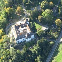 Flugwegposition um 13:31:28: Aufgenommen in der Nähe von Gemeinde Bürg-Vöstenhof, 2630, Österreich in 910 Meter