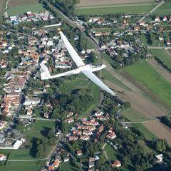 Flugwegposition um 14:01:32: Aufgenommen in der Nähe von Gemeinde Höflein an der Hohen Wand, Österreich in 1245 Meter