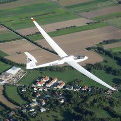 Flugwegposition um 14:02:02: Aufgenommen in der Nähe von Gemeinde Höflein an der Hohen Wand, Österreich in 1217 Meter