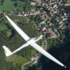 Flugwegposition um 14:02:19: Aufgenommen in der Nähe von Gemeinde Würflach, 2732, Österreich in 1196 Meter