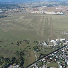 Flugwegposition um 14:13:41: Aufgenommen in der Nähe von Wiener Neustadt, Österreich in 749 Meter
