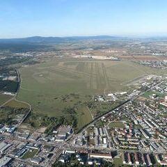 Flugwegposition um 14:13:37: Aufgenommen in der Nähe von Wiener Neustadt, Österreich in 749 Meter