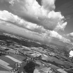 Flugwegposition um 13:50:59: Aufgenommen in der Nähe von Gemeinde St. Marienkirchen bei Schärding, Österreich in 757 Meter
